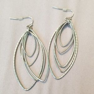 Jewelry - Silver dangle earrings